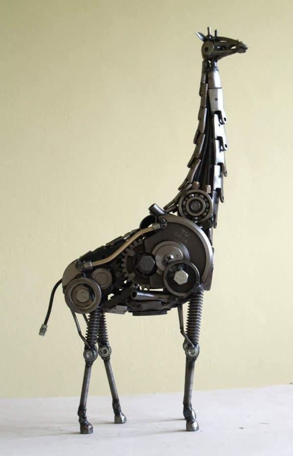 tomas-vitanovsky-makes-animal-sculptures-out-of-scrap-metal-10