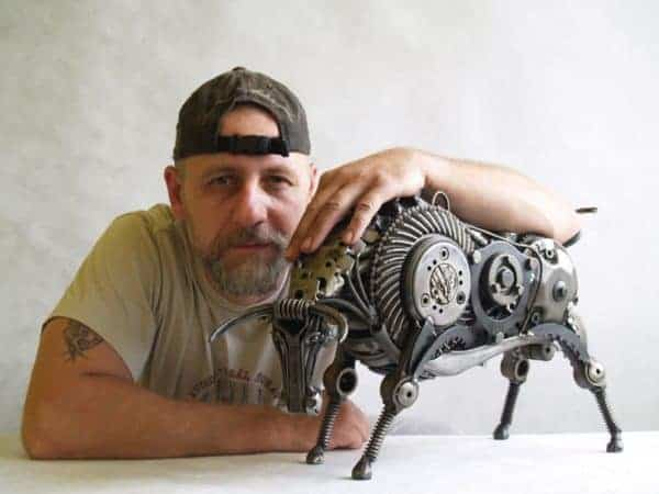 tomas-vitanovsky-makes-animal-sculptures-out-of-scrap-metal-12