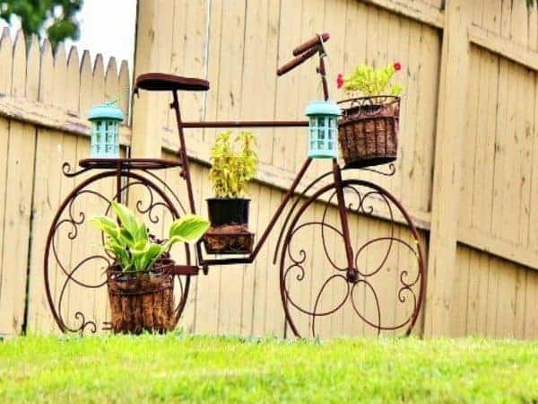 14 Creative Ideas Of Garden Decorations Made From Upcycled Bikes 2 • Garden Ideas