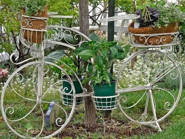 14 Creative Ideas Of Garden Decorations Made From Upcycled Bikes 7 • Garden Ideas