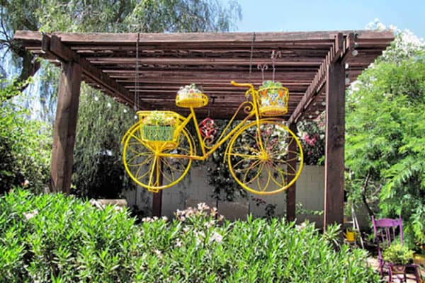 14 Creative Ideas Of Garden Decorations Made From Upcycled Bikes 9 • Garden Ideas