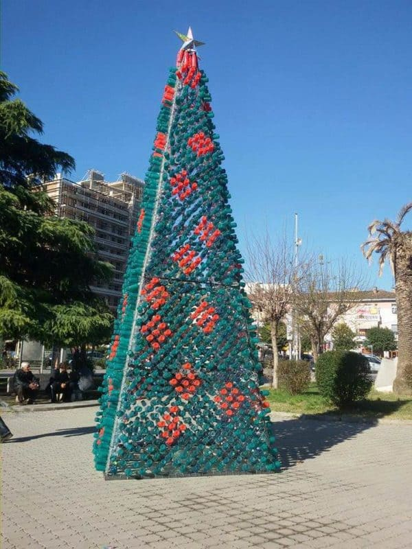 recyclart.org-christmas-tree-made-by-citizens-from-2200-recycled-plastic-bottles-in-elbasan-albania
