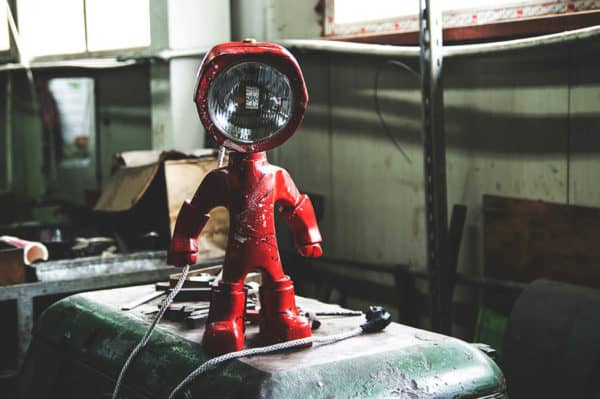 The Lampster: Little Robot Lights From Upcycled Vehicle Lamps 8