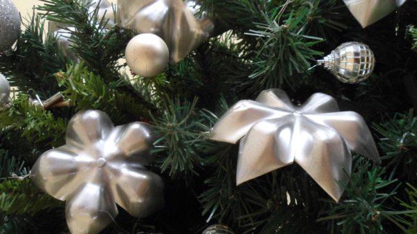 recyclart.org-pet-stars-christmas-tree4