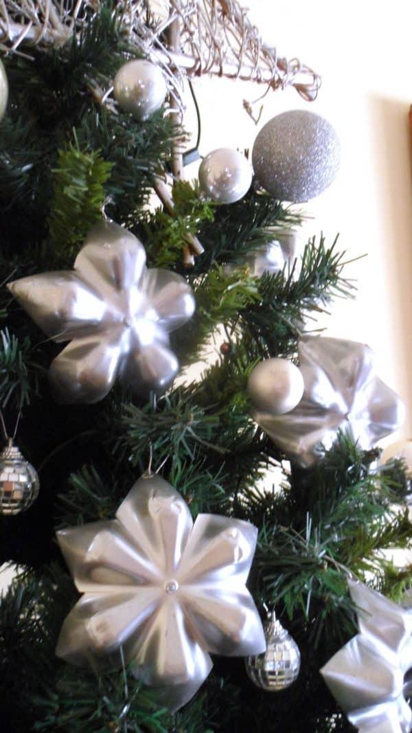 recyclart.org-pet-stars-christmas-tree1