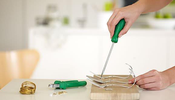 recyclart.org-diy-beautiful-cutlery-hanging-rack2