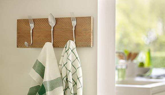 recyclart.org-diy-beautiful-cutlery-hanging-rack