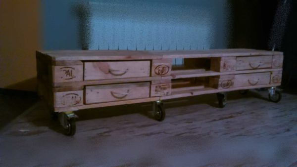 recyclart.org-furniture-from-pallets-in-poland2