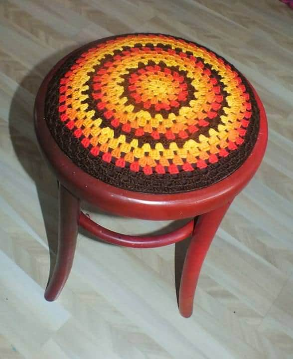 recyclart.org-painting-on-old-thonet-chairs-and-armchairs7