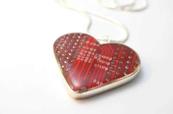 20 Brilliant Upcycled Valentine's Day Ideas 39 • Accessories