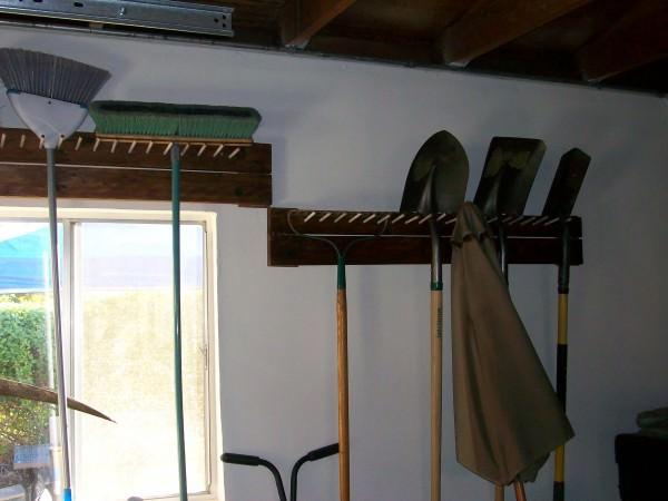 1001pallets.com-garage-tool-peg-rack