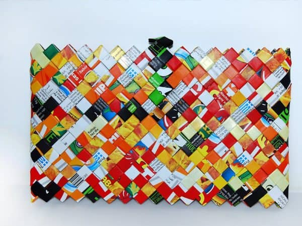 recyclart.org-origami-handmade-clutch-made-of-nachos-and-ceb2rioche-kings-packs2