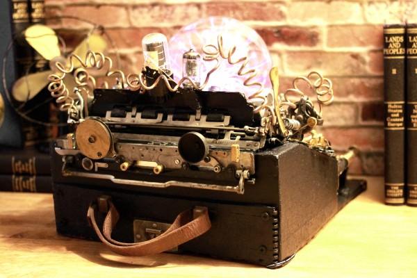 recyclart.org-steampunk-upcycled-vintage-1920-remington-typewriter-repurposed-plasma-desk-lamp2