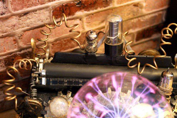 recyclart.org-steampunk-upcycled-vintage-1920-remington-typewriter-repurposed-plasma-desk-lamp9