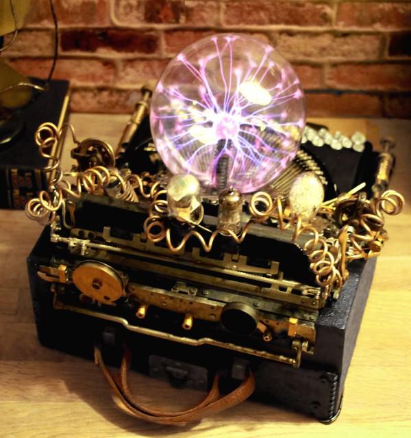 recyclart.org-steampunk-upcycled-vintage-1920-remington-typewriter-repurposed-plasma-desk-lamp7