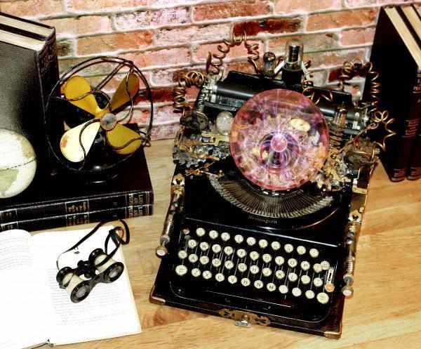 recyclart.org-steampunk-upcycled-vintage-1920-remington-typewriter-repurposed-plasma-desk-lamp6