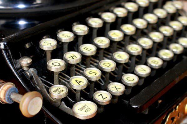 recyclart.org-steampunk-upcycled-vintage-1920-remington-typewriter-repurposed-plasma-desk-lamp5