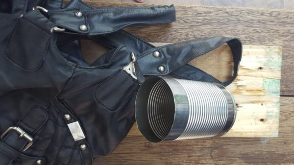 recyclart.org-turn-an-old-handbag-into-a-picnic-caddy