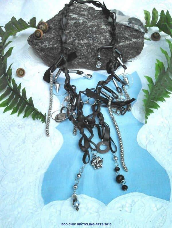 recyclart.org-upcycling-used-bike-innertubes-into-jewellery1