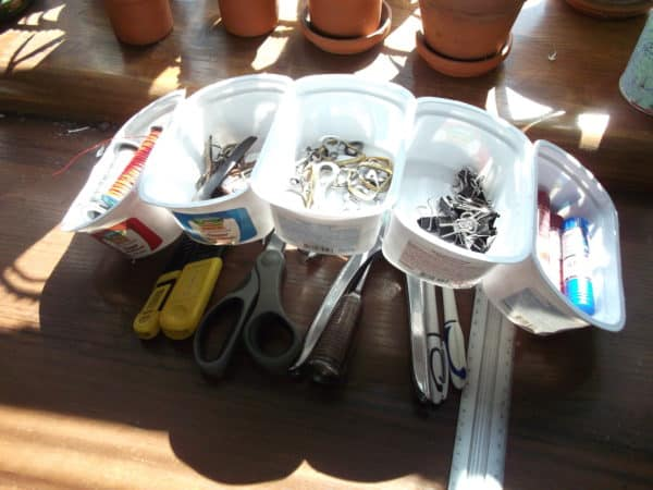 recyclart.org-5-min-organizer-with-cottage-cheese-containers3