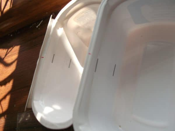 recyclart.org-5-min-organizer-with-cottage-cheese-containers2