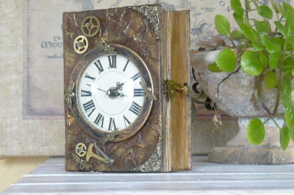 recyclart.org-book-chest-clock4