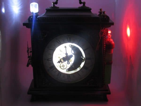 recyclart.org-steampunk-lamp-from-a-old-clock1