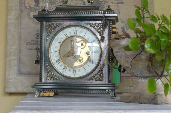 recyclart.org-steampunk-lamp-from-a-old-clock