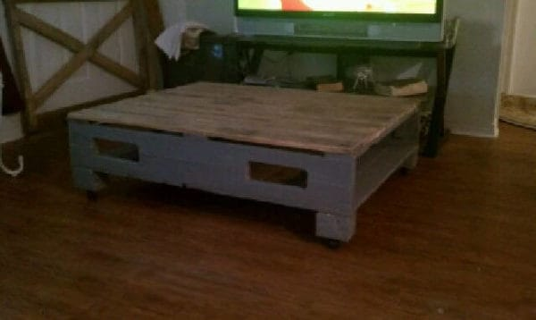 recyclart.org-coffee-table-i-picked-ip-couple-old-pallets1