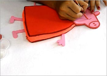recyclart.org-recycled-kids-craft-diy-peppa-pig-pencil-pouch8