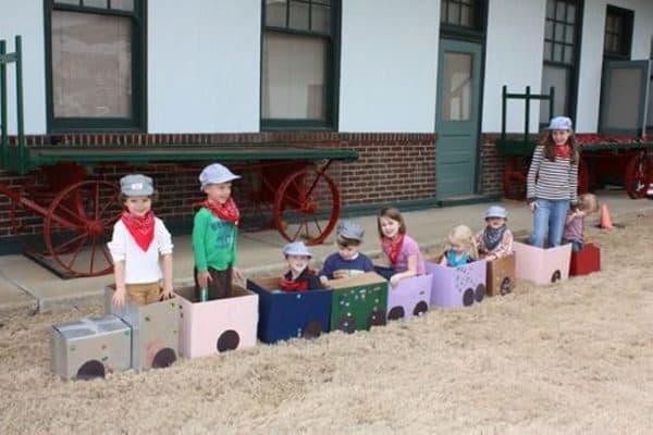 Cardboard-box-train