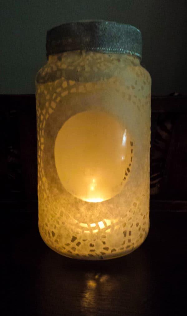 recyclart.org-doily-glass-jar-luminary