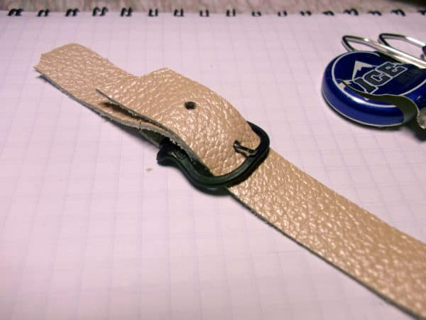 recyclart.org-two-ways-to-make-bracelet-buckles-from-bottle-pull-caps4