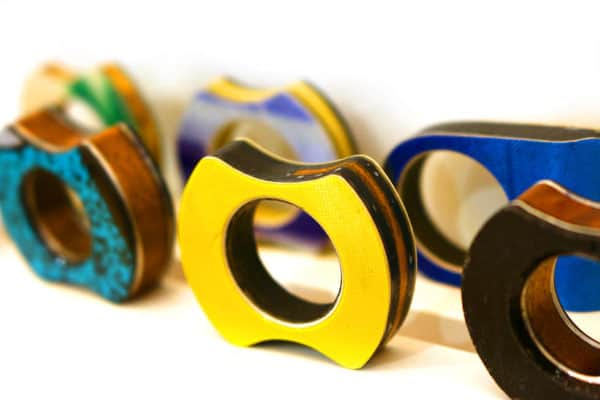 recyclart.org-rings-made-out-of-skis1