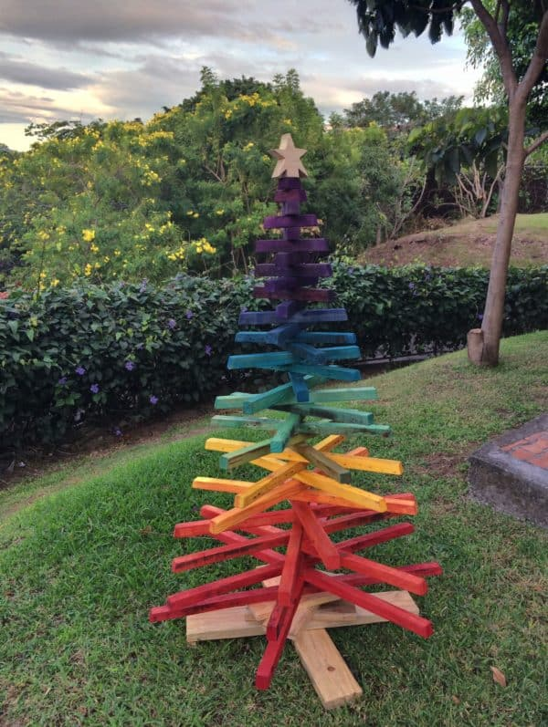 recyclart.org-recycle-christmas-tree1