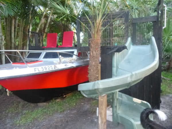 recyclart-org-old-boat-repurposed-into-kids-playhouse