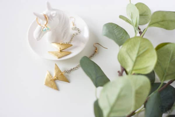 recyclart.org-diy-gold-triangle-pendant-earrings