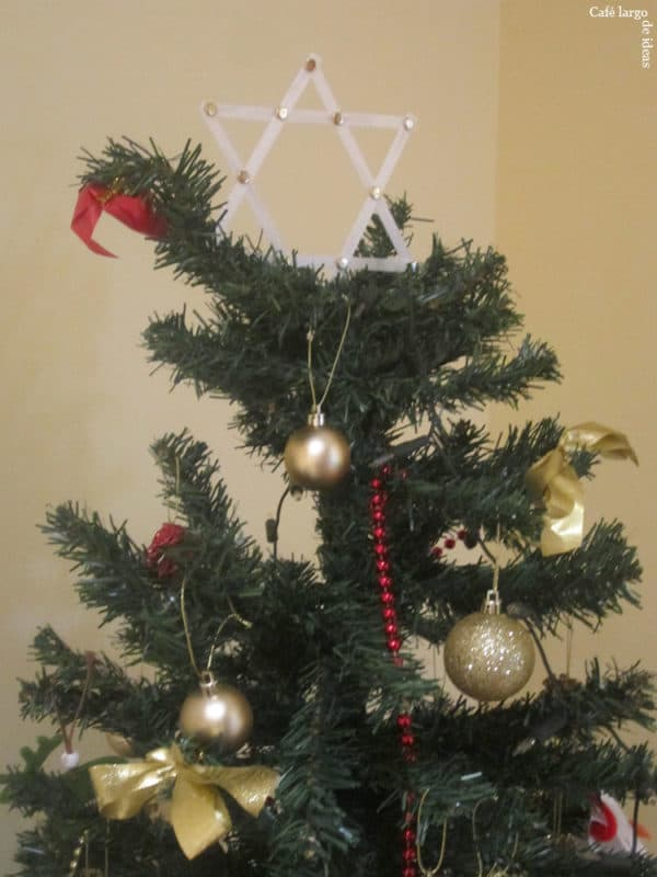 Christmas Tree Star from Strapping Tape 9 • Do-It-Yourself Ideas