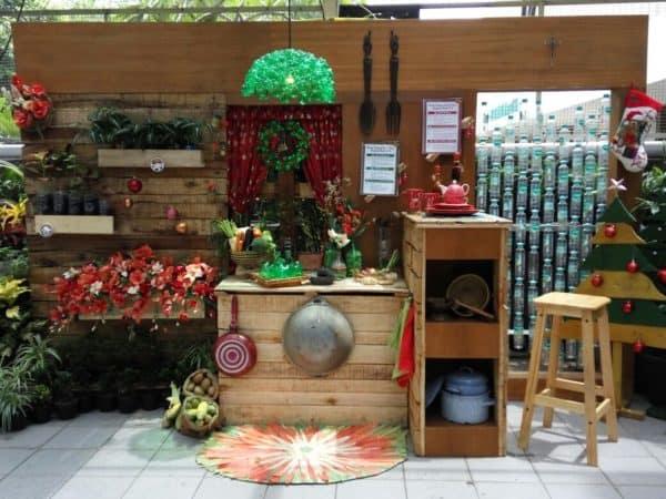 Recycled Christmas Photobooth 1 • Home & décor