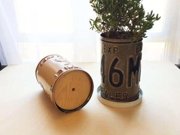 Turn Old Plates Into License Plate Planters 5 • Garden Ideas