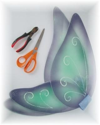To make this Fairy Wings Wreath, you only need a few simple tools.