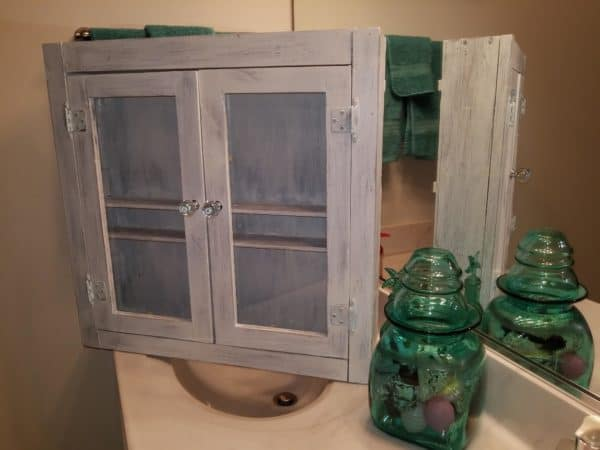 The finished Bathroom Cabinet.