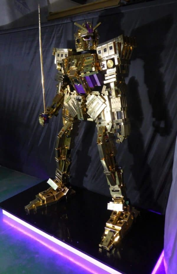 Amazing Giant Robot Out Of Empty Cosmetic Boxes 3 • Recycled Packaging