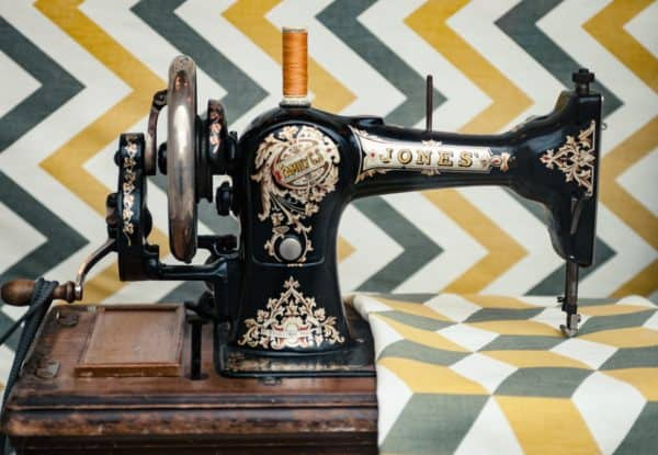 Diy: Cleaning up Your Vintage And/Or Antique Sewing Machines 7 • Do-It-Yourself Ideas