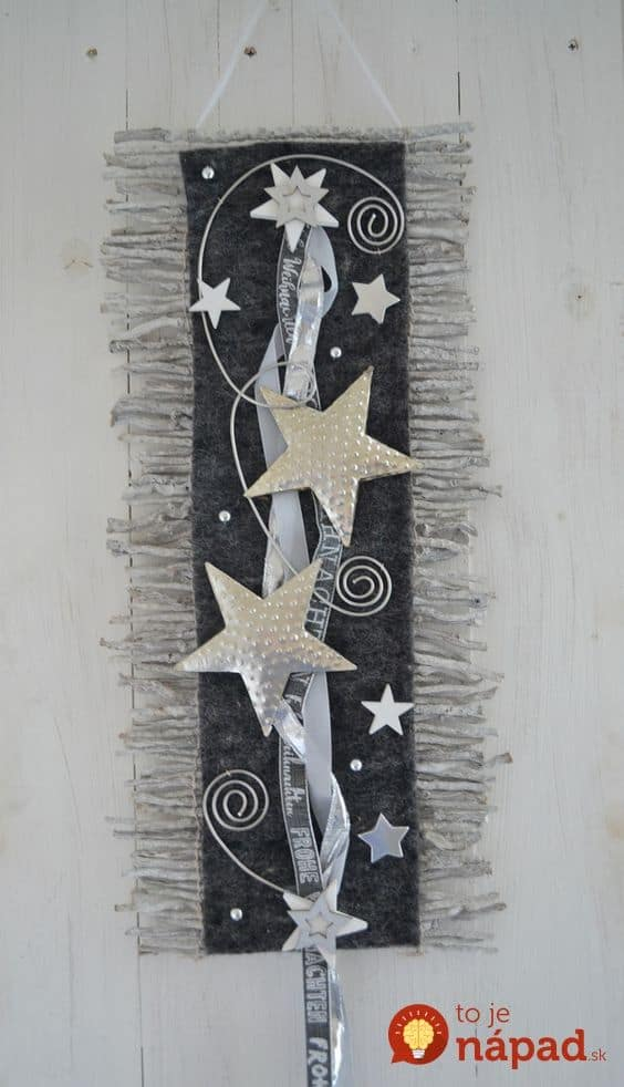 Easy Christmas Wall Art Ideas Using Natural Materials 9 • Do-It-Yourself Ideas