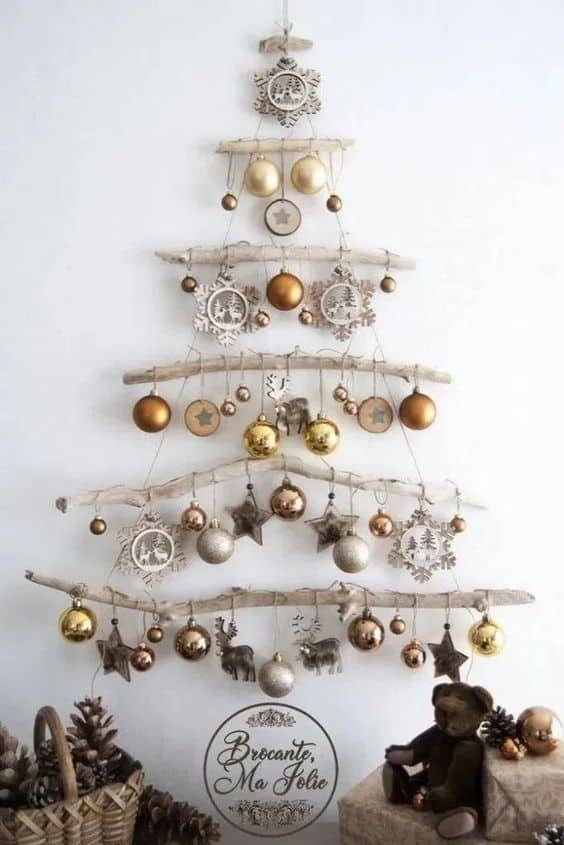 Easy Christmas Wall Art Ideas Using Natural Materials 5 • Do-It-Yourself Ideas