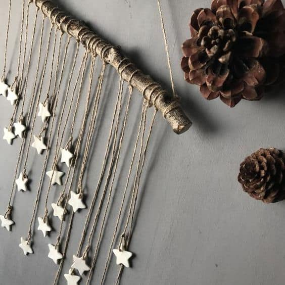 Easy Christmas Wall Art Ideas Using Natural Materials 3 • Do-It-Yourself Ideas