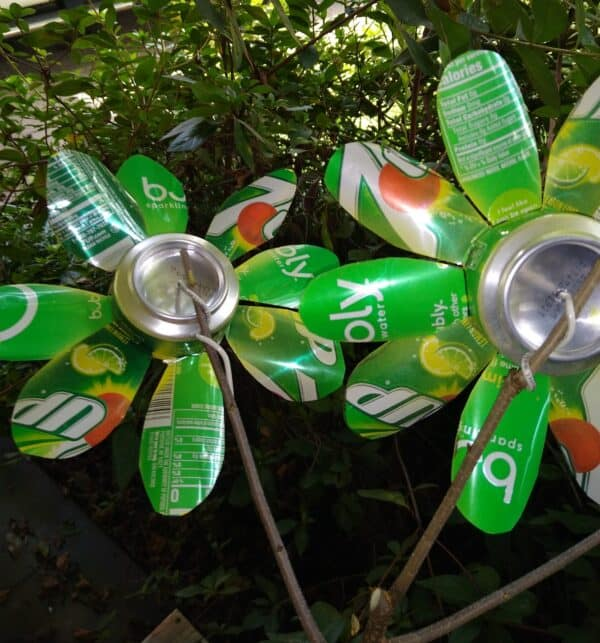 Recycled Drink Cans Into Amazing Decorative Flowers 1 • Recycling Metal