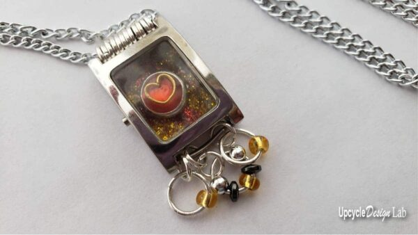 DIY: Watch Parts Into Pendants 9 • Upcycled Jewelry Ideas