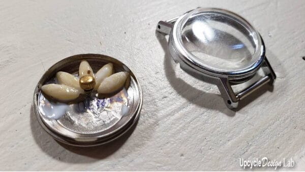 DIY: Watch Parts Into Pendants 13 • Upcycled Jewelry Ideas